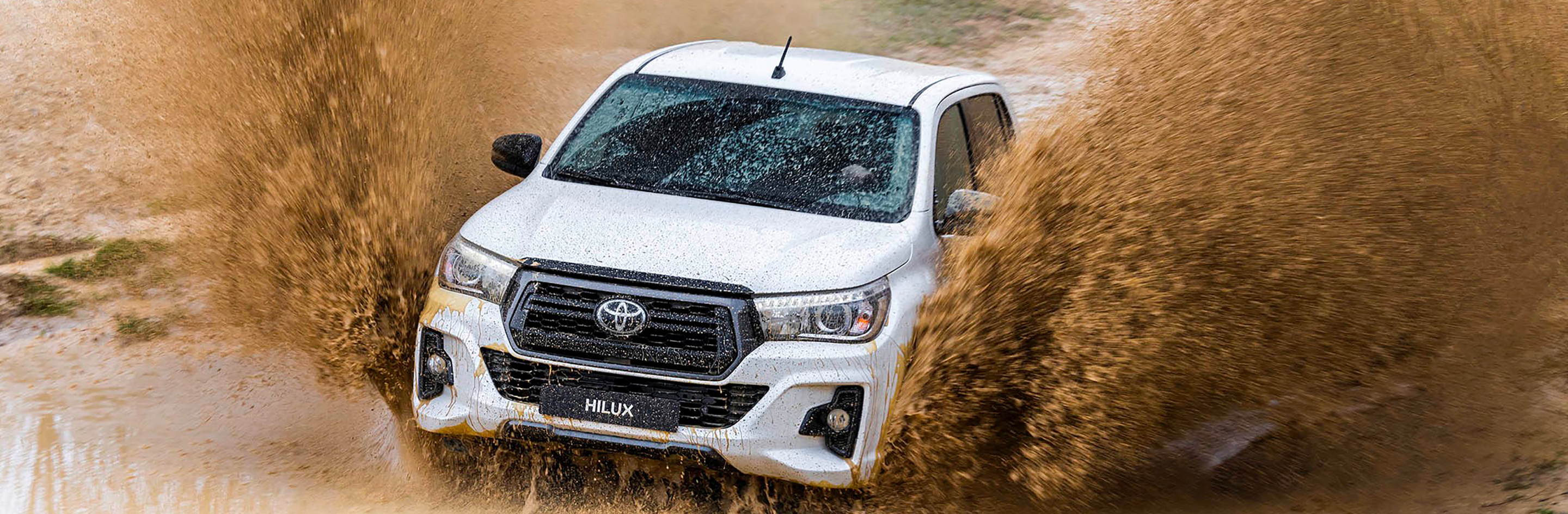 Banner Toyota Hilux Extra Cabina 2020