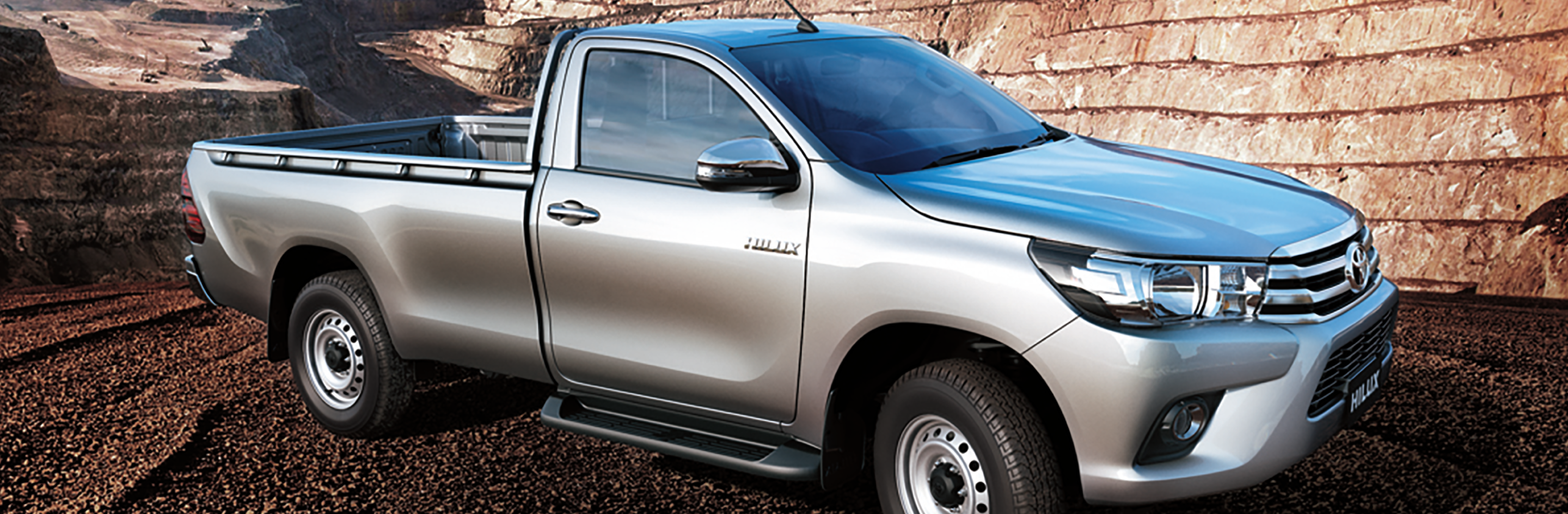 Banner Toyota Hilux Low Bed 2020